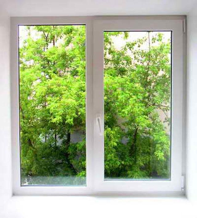 свистят окна